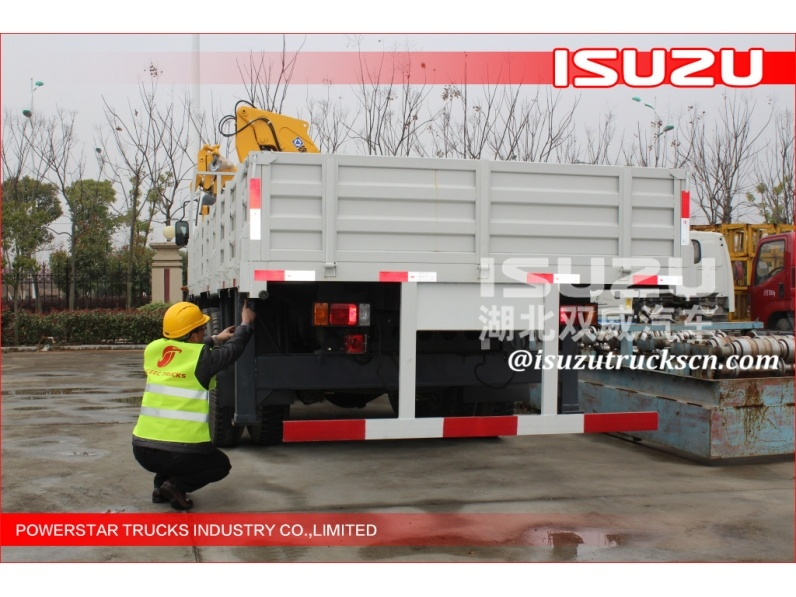 10 ton ISUZU 240hp 8*4 truck with lorry crane