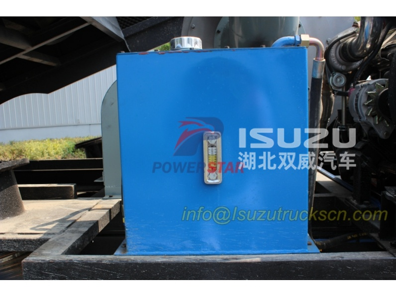 Hydraulic oil tank for road sweeper truck