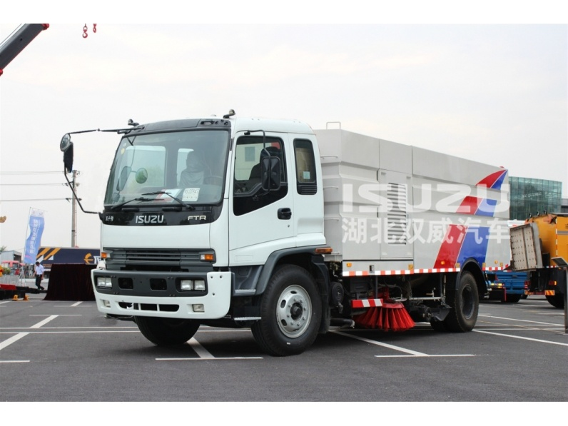 Japanese Europe Isuzu Truck Heavy Duty Airport Vacuum Road Sweeper Truck